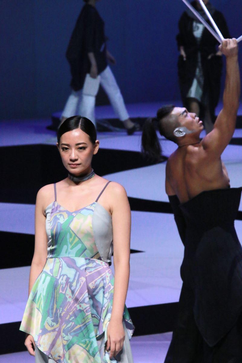 時尚模特兒群及專業舞者透過創新的時裝展演方式,向國際傳達臺灣具有文化底蘊的獨特時尚態度