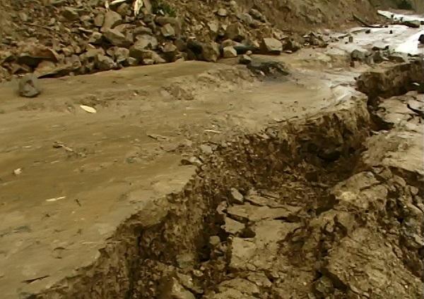 家,是他們最深的渴望。1999年9月21日,一場芮氏規模7.3級的大地震,毀掉中寮鄉清水村12鄰二十戶居民半世紀的心血。