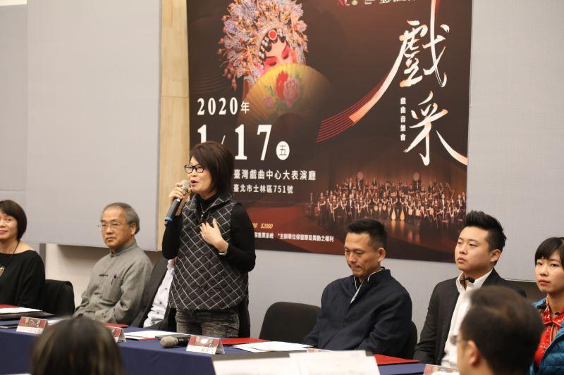 臺灣國樂團劉麗貞團長介紹音樂會製作緣起。