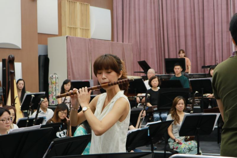 圖5-施美鈺是臺灣國樂團新笛兼簫演奏員,擁有豐富的舞台經驗與專業背景,演奏風格多變。