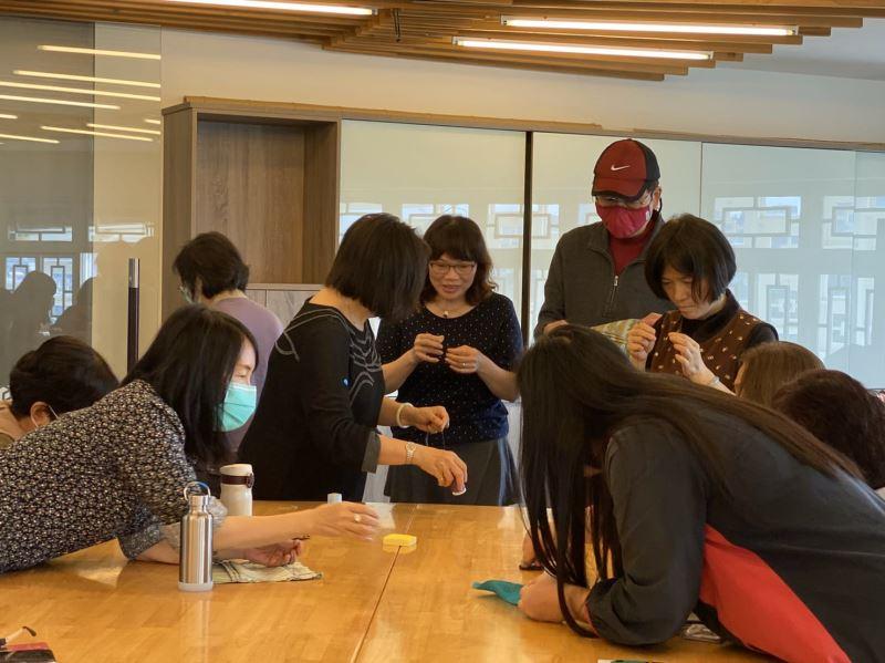 快樂志工學習手做罩中罩
