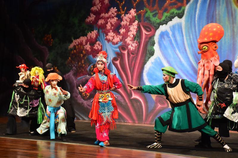 海洋保衛戰 由古都木偶劇團與臺灣豫劇團共同演出6