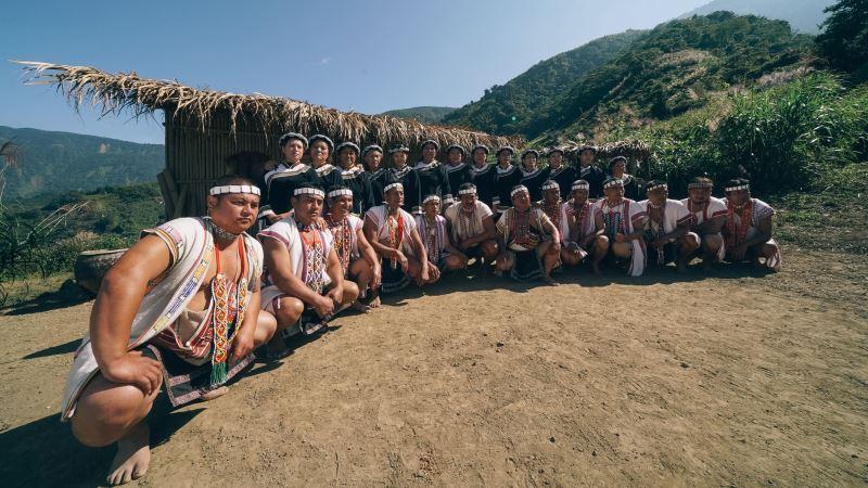 南投縣信義鄉布農文化協會傳承舉世聞名的傳統歌謠pasibutbut,是部落裡祈禱上天賜下小米豐收的天籟。