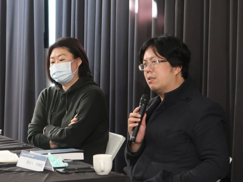 1100123光的闇影新書分享講座#人權學習中心一樓-與談人林傳凱(右)分享