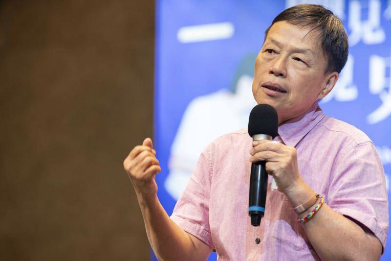 電影導演王小棣-於台上表達對史擷詠為藝術文化全力以赴的感謝