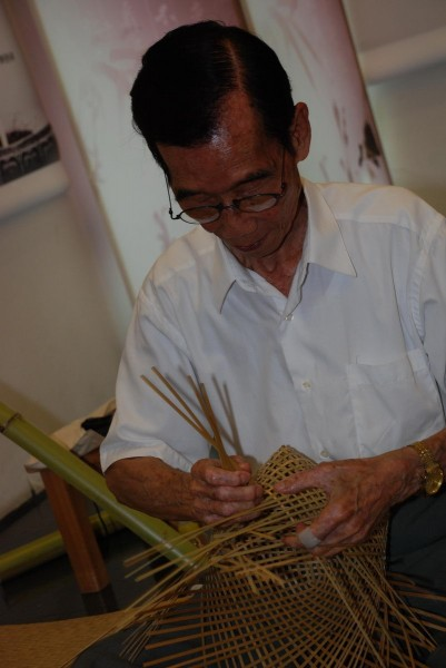 Using this technique, Huang can peel the stalk of a bamboo that is much taller than him.