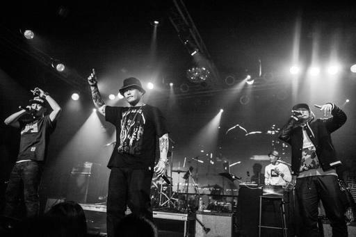 Rap artist Dwagie (center)