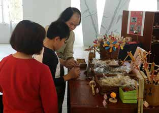 Wooden and bamboo toys attract children's interest