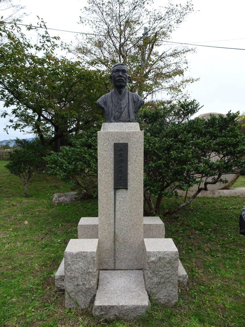 佐渡市真野公園的山本悌二郎銅像