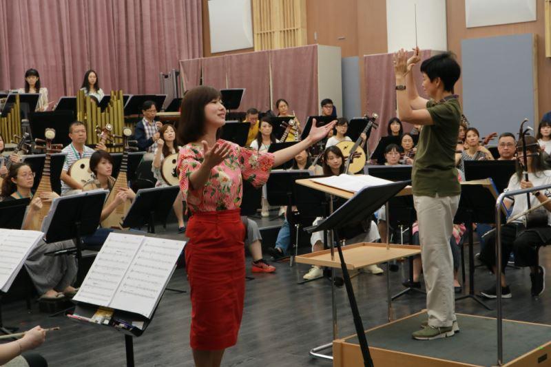 圖8-《臺灣花》的女高音邀請以聲線明亮自信享譽樂壇的蔣啟真擔綱世界首演,展現「詩歌合一」的藝術功力。