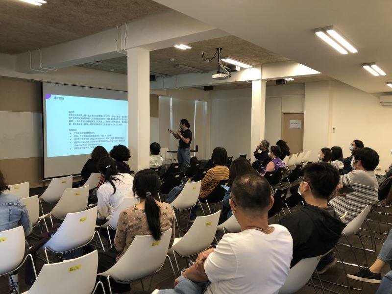 1100121brownbag課程#遊客服務中心二樓-講師施昀佑向同仁分享工作方法