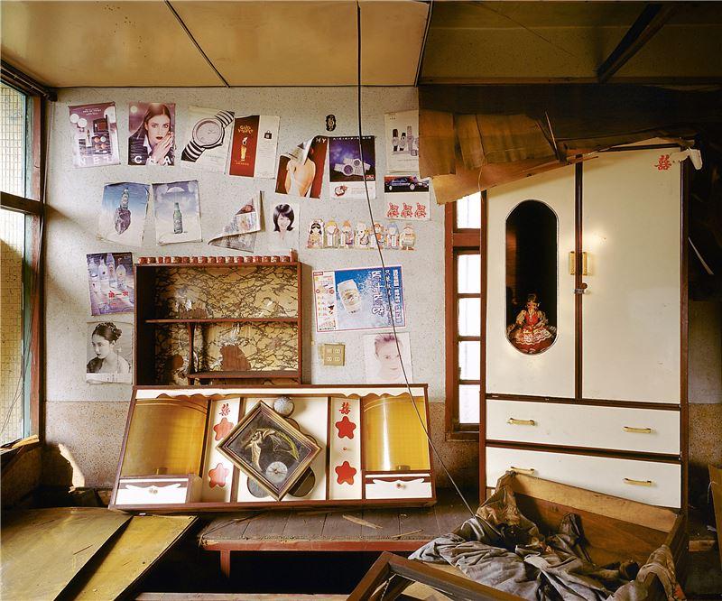 CHEN Po-I〈Remains(No.34, Haishan 5st Rd., Hongmaogang, Kaohsiung City - Hong Zheng Chuan's house)〉2006 Lightjet C–print 100×125 cm