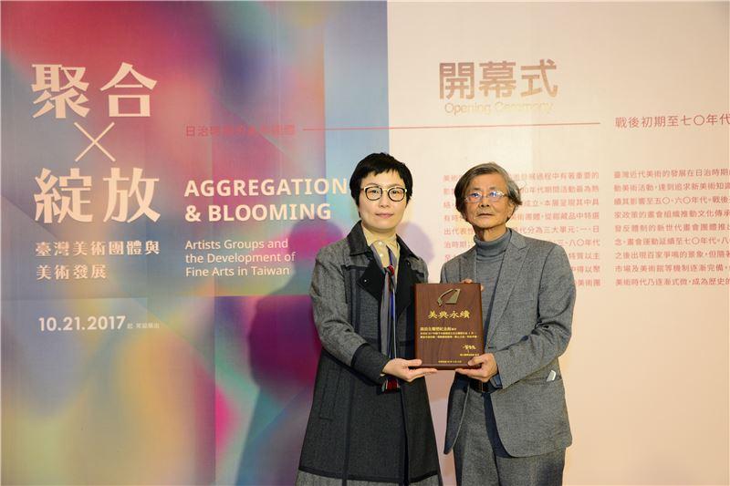 文化部丁曉菁次長頒發感謝牌予蒲浩明老師