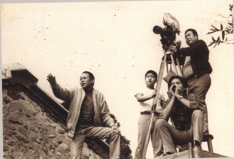 曾仲影曾執導《風雨中的燕子》一劇。