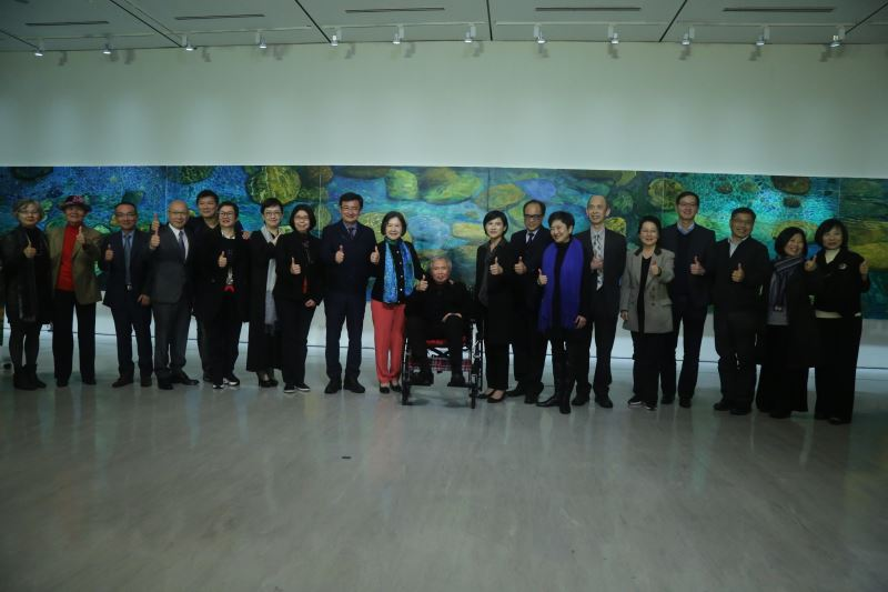 文化部鄭麗君部長(右9)、林惺嶽老師(右10)與貴賓合影