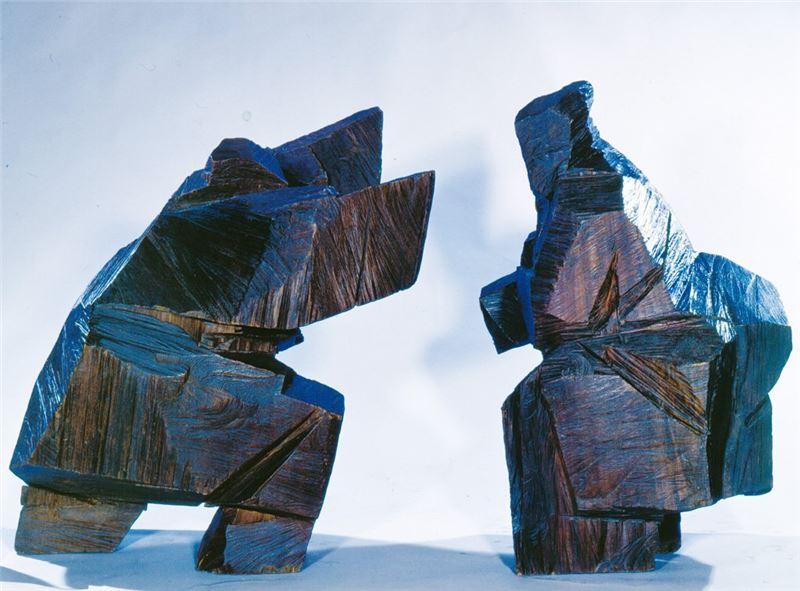 朱銘〈太極對招〉1991 木雕 100×58×60 cm、95×85×65 cm