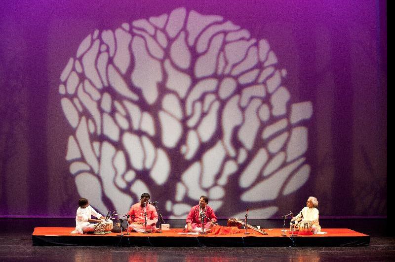 巴基斯坦瓜瓦里樂團的演奏繚繞伊斯蘭神秘氛圍