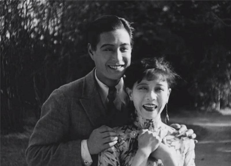 多年來,世人總以為《戀愛與義務》已經亡佚,1990年代初期才在烏拉圭發現此電影拷貝。