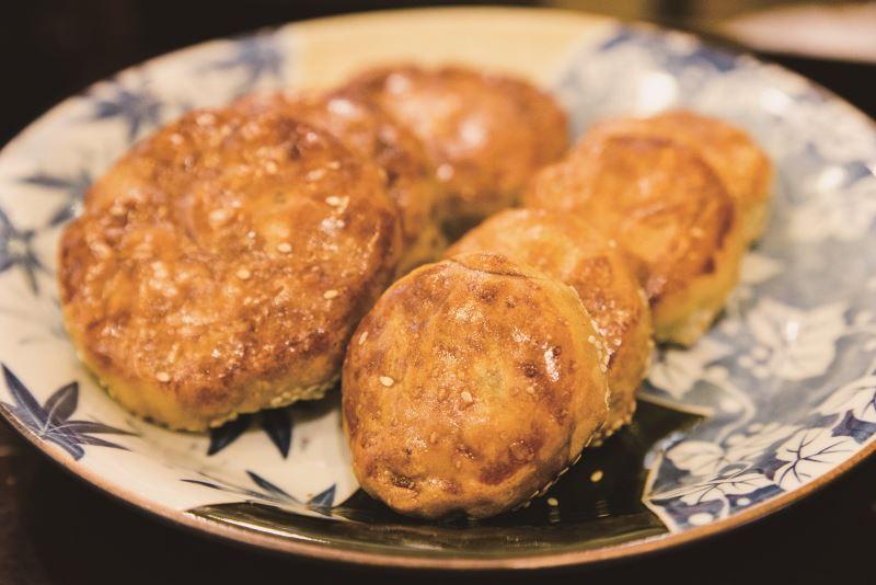順應現代人的飲食習慣,竹塹餅逐漸改良成現今大小。