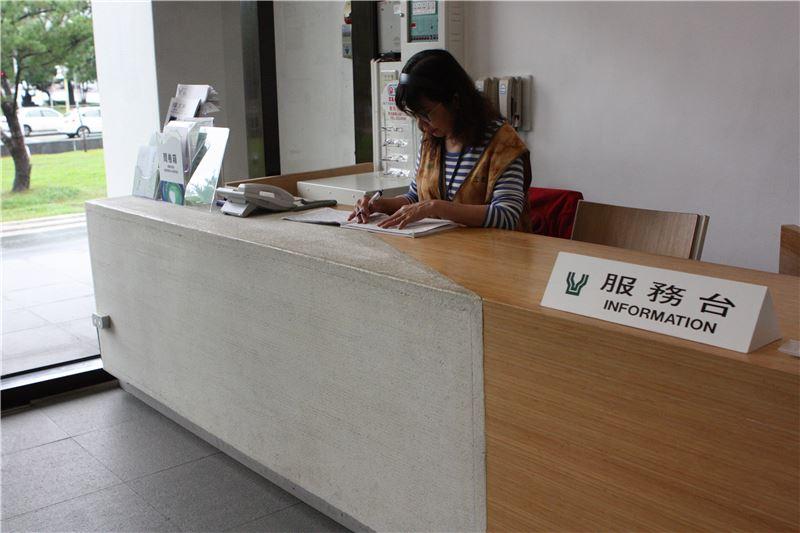 臺灣工藝文化園區工藝設計館一樓服務台