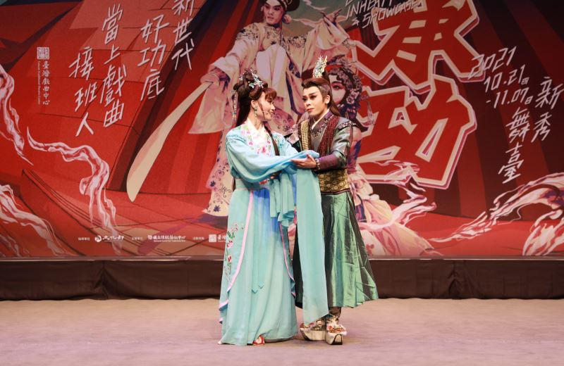2021承功新秀舞臺演出照-春美歌劇團《關公出世》-孫凱琳(右)、簡嘉誼(左)