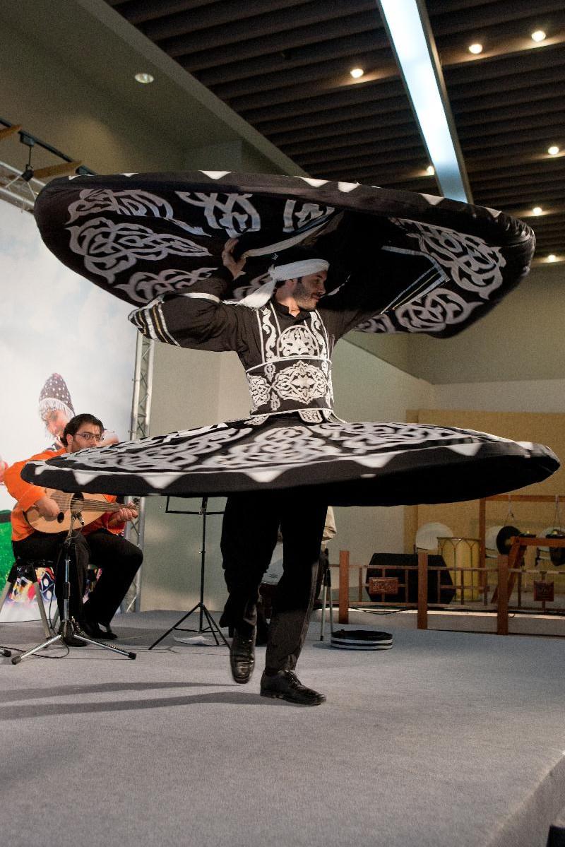 敘利亞舞團的蘇菲旋轉舞承載悠久的民族歷史