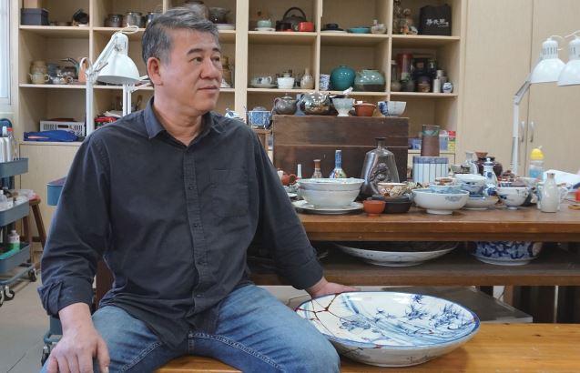 Craftsmanship of Porcelain Restoration of Jhang Ruei-fong