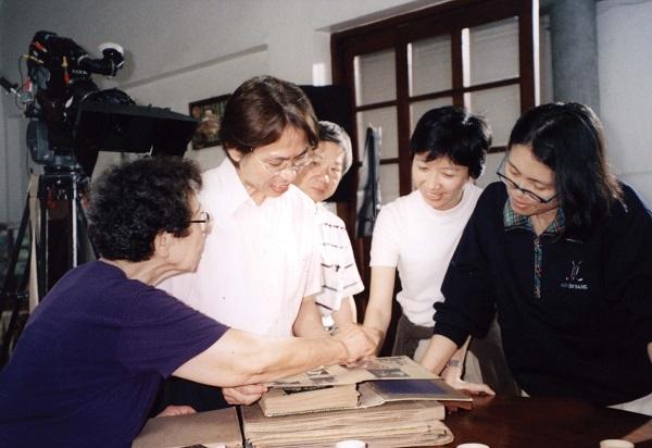 〈跳舞時代〉是三○年代台灣流行歌曲的代表作,由極富盛名的古倫美亞唱片公司發行,當時歌手純純、愛愛、作詞家陳君玉、作曲家鄧雨賢各領風騷,留下無數名曲,深刻改變了當時的娛樂文化。