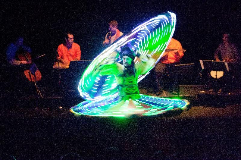 揉合華麗與夢幻的敘利亞傳統樂舞在幽闇舞動中引起讚嘆