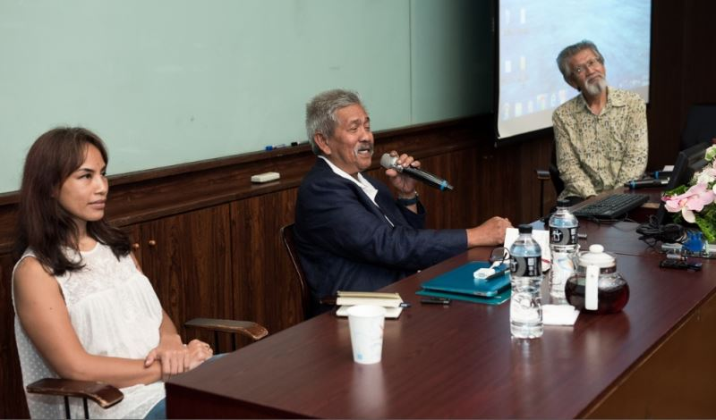 From left to right: Indonesian writer Ayu Utami, National Art Gallery of Malaysia Director-General Mohamed Najib Bin Ahmad Dawa, and National Taiwan University professor Sakai Takashi.