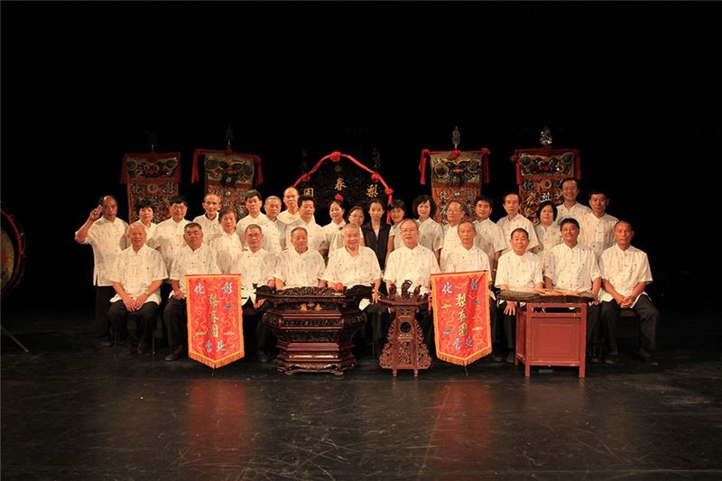 "Group photo of ""Li Chuen Yuan"" after performance at the National Center for Traditional Arts"