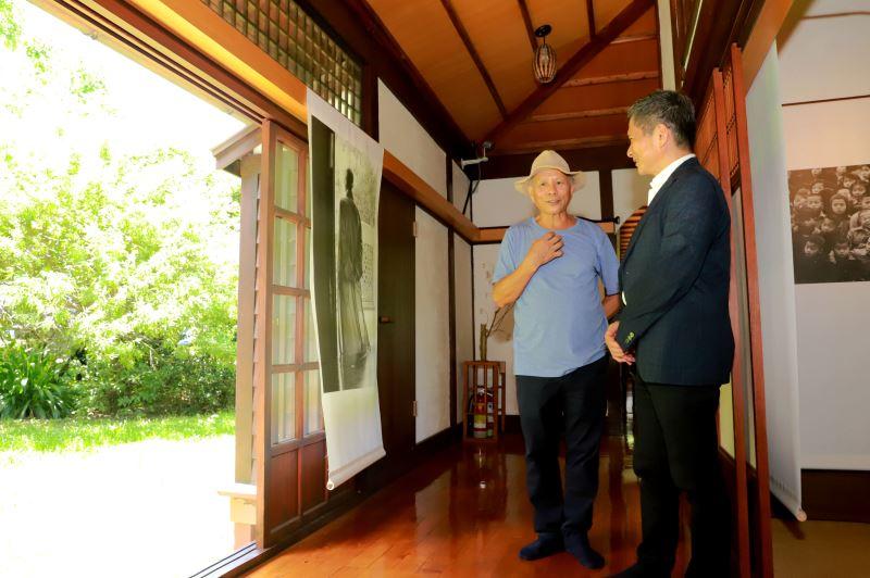 文化部長李永得參觀《從心所欲》阮義忠七十回顧展