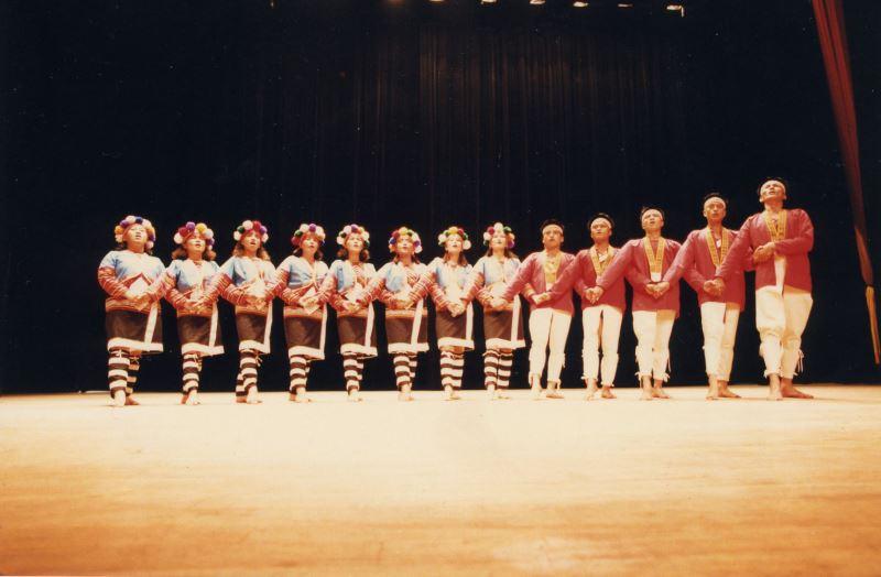懷劭‧法努司表示,由於當時少有以原住民身分為原住民發聲的藝文作品,因此該團首齣劇作《山水篇》一演出即在藝文界造成轟動,進而打響原舞者的知名度。