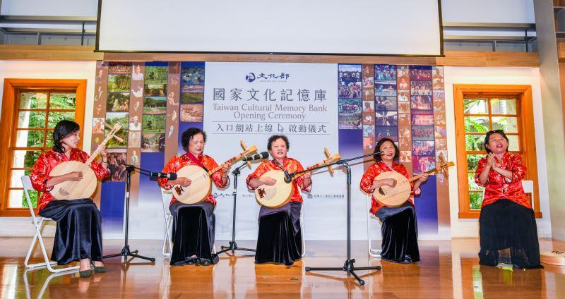 國家文化記憶庫執案團隊滿州民謠表演團以民謠改編曲做為開場表演