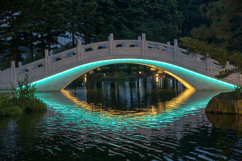 拱橋燈光夜景(藍綠光)