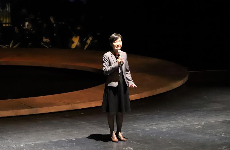 戲劇藝術指導林鶴怡教授致詞。