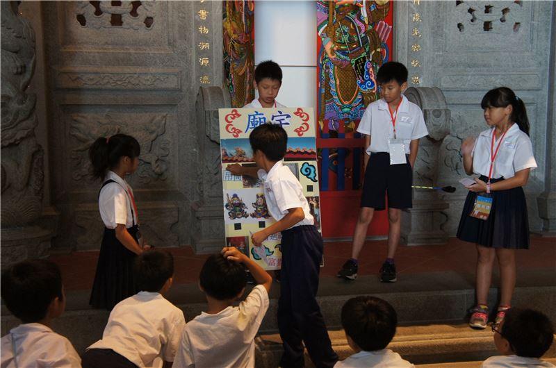 和順專案:小小導覽員活動由師生參訪博物館展覽後,共同討論、設計、製作道具,並編寫導覽解說內容,到館擔任小小導覽員為觀眾現場解說介紹。