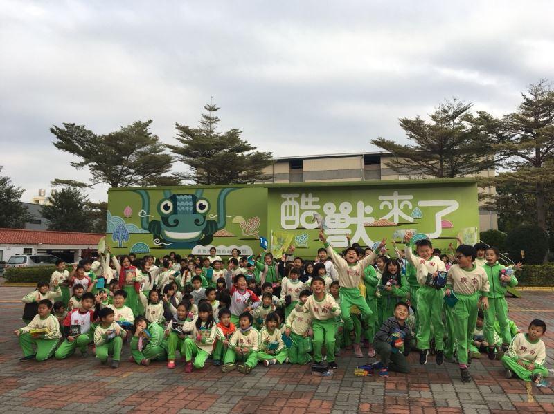 1.學童參觀酷獸來了行動博物館
