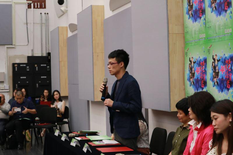 圖2-臺灣國樂團藝術經理、作曲家王乙聿,分享《繁花》組曲以及《臺灣花》的樂曲創作歷程。