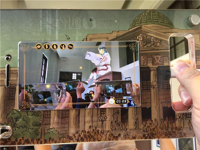 漫畫作品《北城百畫帖》展區中,民眾與主角近距離接觸。