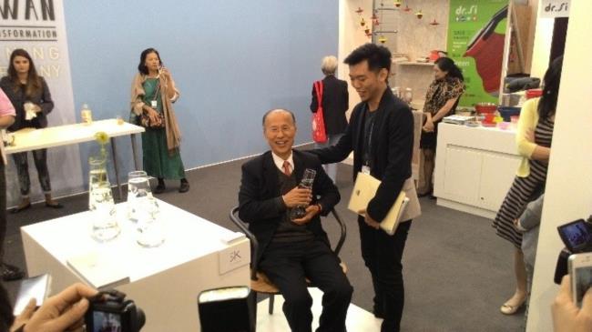 開幕媒體交流會臺灣駐法國代表處呂代表慶龍參觀情形