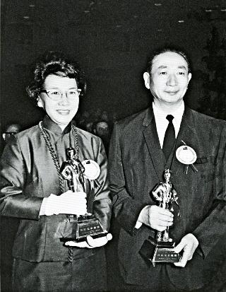 吳舜文與與夫婿嚴慶齡同時當選第一屆十大傑出企業家