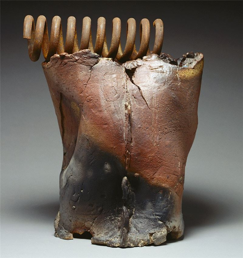 Yang Yuan-tai〈Earth's Agitation Pottery clay〉2000 Pottery clay 72×27×67 cm