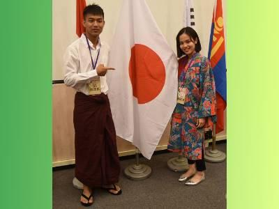 賽後補捉緬甸同學與日本同學各自著母國傳統服務飾合影