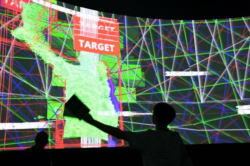 觀眾與作品「蘇紳源:界.在線|獸之初」互動