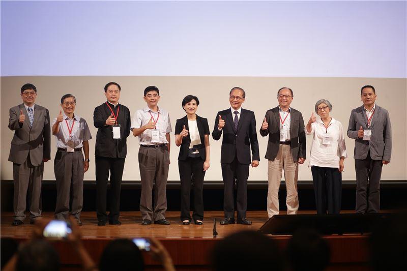 全國文化會議閉幕式,行政院長林全(右4)、文化部長鄭麗君(左5)及與會貴賓合影