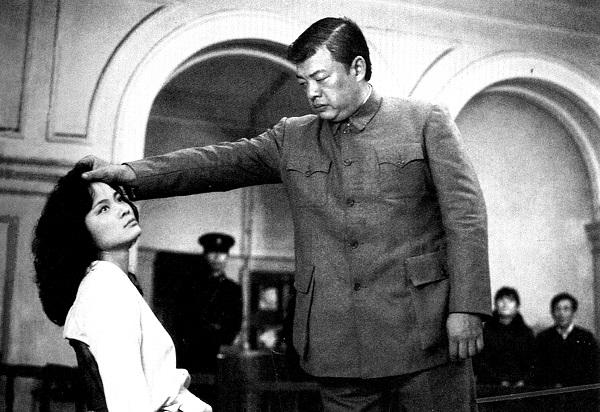 20多年後,這些堪稱台灣影史上最暴烈血腥的影片,在學者與影評人長久的鄙棄和漠視下漸漸被遺忘。今天還記得黑電影的人裡,有人說,那是商業邏輯的簡單操作,用過即棄,沒什麼好深究的,也有人說,那是台灣電影工業衰敗的起點,是「台灣新電影」黎明前夕最深沉的黑暗。