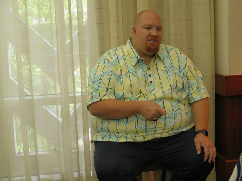 本屆委員會委員暨負責夏威夷文化事務與觀光部門長官 Kalani Kaʻanāʻanā