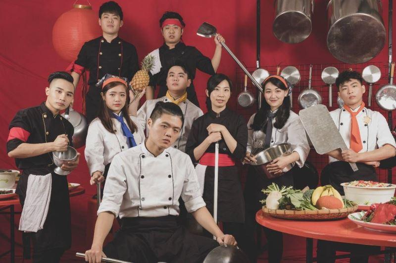 《阿銘上菜》以傳統器樂呈現熱鬧的臺灣辦桌文化