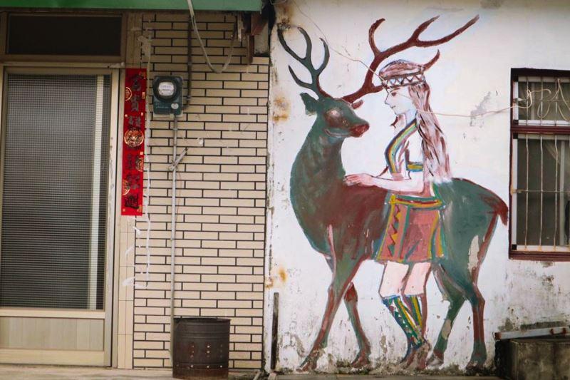 神鹿與公主是建和部落的傳說,部落內到處可見相關圖騰,哈古則透過木雕將兩者維妙維肖地重現於世人眼前。